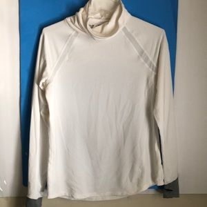 Under Armour Rum. Heat athletic shirt